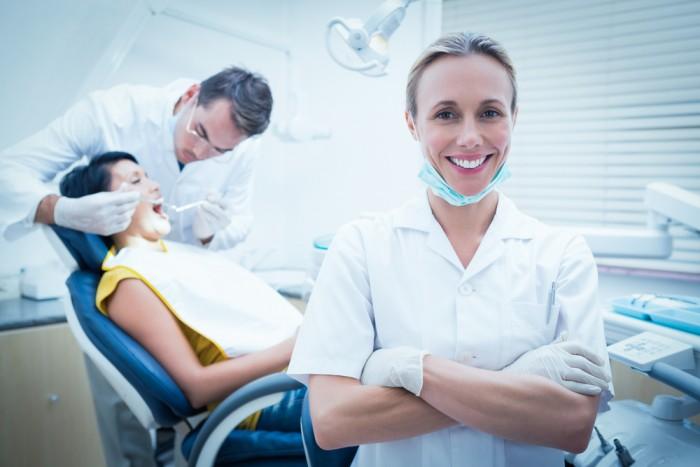 Traiter les ulcères buccaux grâce à votre dentiste du groupe API à Laval