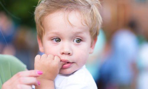 La succion du pouce chez l'enfant doit cesser vers l'âge de 3 ans